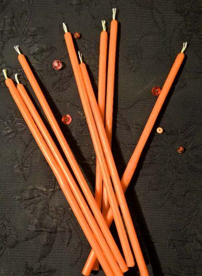 Оранжевая свеча из воска