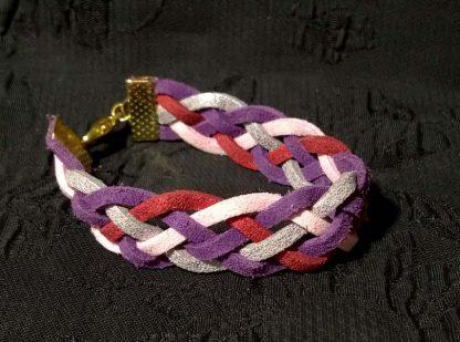 цветной плетеный талисман