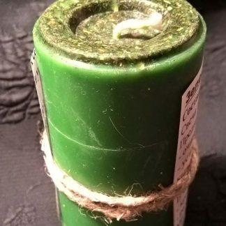 Свеча из зеленого воска цилиндрической формы
