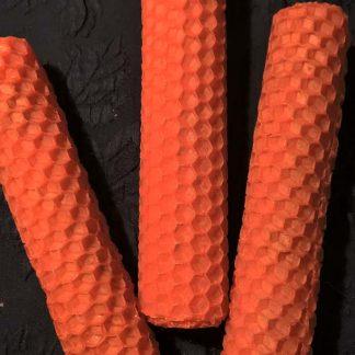 Оранжевые свечи из вощины